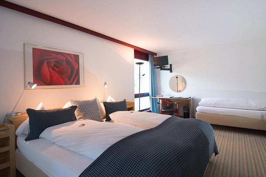 Bild normal Familienzimmer-Park-Hotel Inseli-MG_1541-900x600