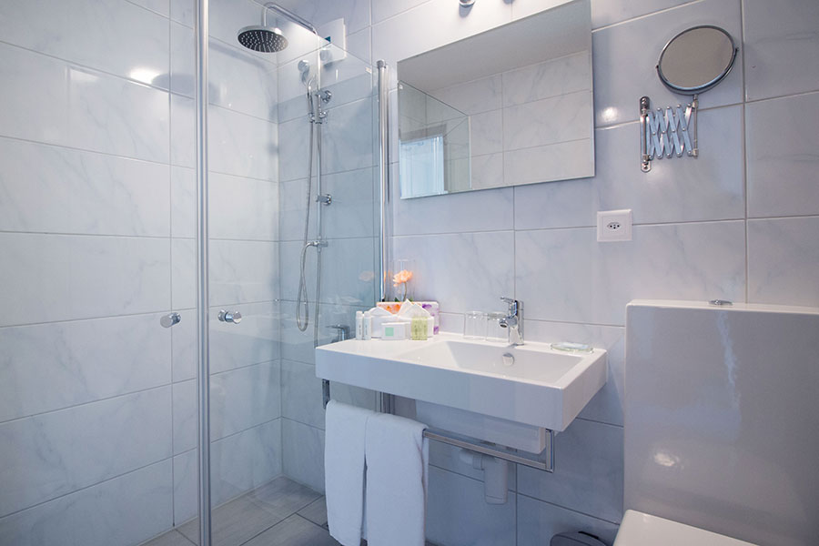 Bild normal Badezimmer-Doppelzimmer Standard-Park-Hotel Inseli-MG_6200-900x600