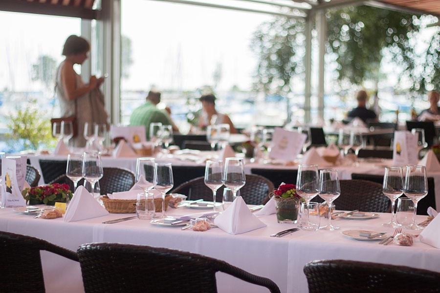 Bild normal Seeterrasse-Hafen-Aussicht-Park-Hotel Inseli-cr-2029-900x600