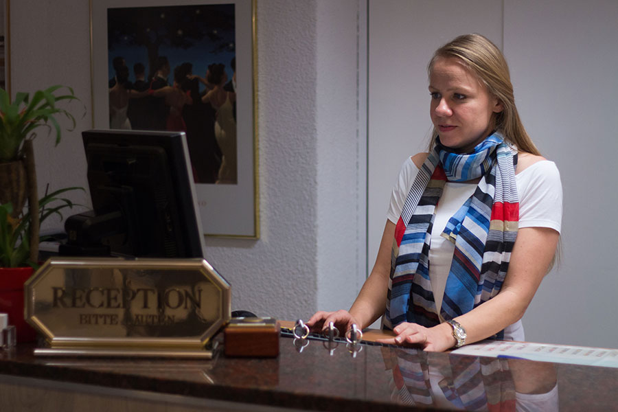Bild-normal-Team-Reception-Park-Hotel-Inseli-cr4424-900x600