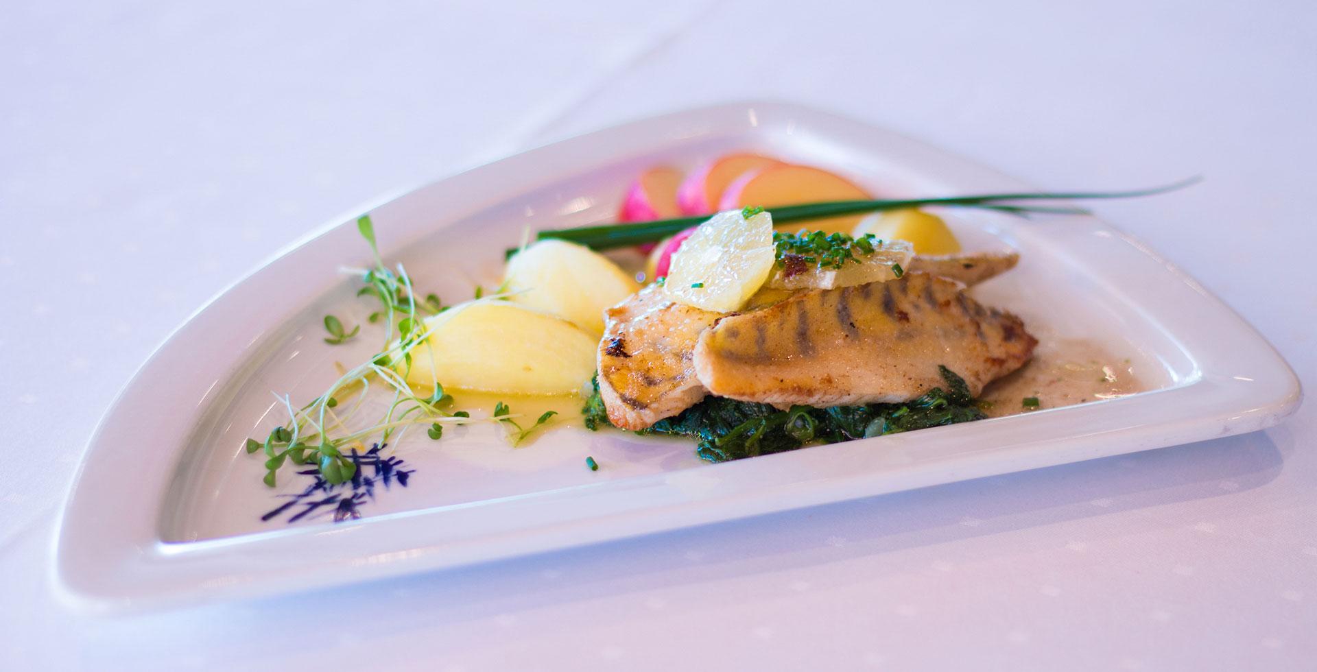 Slide Restaurant-Essen-Genuss-Park-Hotel Inseli-cr-7-1920x980